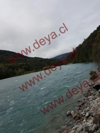 Orilla del Terreno con orilla de Rio Puelo